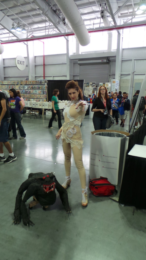 Gozer! I've never seen anyone cosplay Gozer before. This costume rocks!